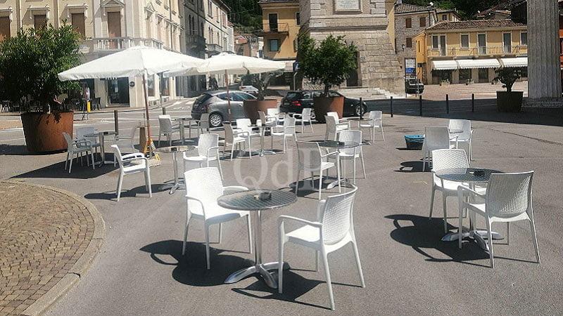 Valdobbiadene Apprezzamento Per Il Piano A Favore Del Commercio Primi Tavolini In Piazza Marconi